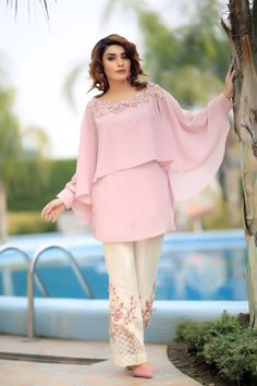 Exotic Allure New Arrivals – Henna Mehndi The post Exotic Allure appeared first on ThealiceOnline. Pakistani Dresses Casual, Indian Gowns Dresses, Indian Fashion Dresses, Pakistani Dress Design, Indian Designer Outfits, Fashion Outfits, Fashion Purses, Fashion Days, Eid Dresses
