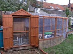 Lovely shed and aviary set up, generous size and height - important when it comes to cleaning!!! XD