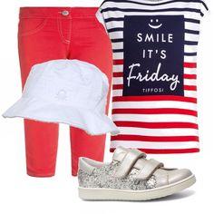 Pantalone rosso, maglia simpatica con le righe blu e rosso, scarpe grigie e non può mancare il cappello sopratutto in questo periodo cosi caldo e siamo pronte per il divertimento.