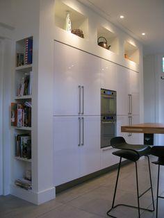 Diverser interieur projecten en meubelontwerpen. Boks architectuur ontwerpt ook garderobekasten, en suite kasten, boekenkasten, keukens en meubels op maat.