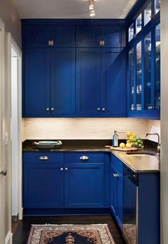 Blue color may look unusual to be used as kitchen paint, but you'll be stunned when you look at these 24 blue kitchen cabinets! From dark blue, navy, midnight blue, to shabbychic blue color. Blue Cabinets, New Kitchen Cabinets, Painting Kitchen Cabinets, Kitchen Paint, Kitchen Decor, Kitchen Stove, Upper Cabinets, Kitchen Flooring, Kitchen Ideas