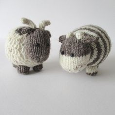 Bramble and Chestnut are best friends from Berry Farm. Bramble the Goat is knitted using a slip stitch pattern to give a textured body, and Chestnut the Cow has striking stripes! The cow and goat are approximately 11cm tall. The pattern includes row numbers for each step so you don't lose your place, instructions for making the cow and goat, 16 photos, a list of abbreviations and explanation of some techniques, a materials list and recommended yarns. The pattern is 6 pages and written in…