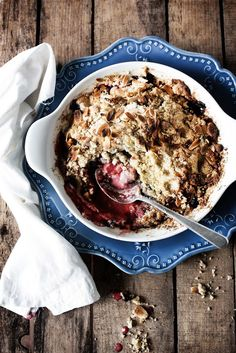Crumble de morango e mirtilhos sem glúten # Gluten free strawberry and blueberry crumble