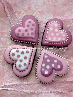What could be better Valentines Day gift than some adorable Valentines Day Cookies? So here are some cute valentines day cookies for you. Fancy Cookies, Heart Cookies, Iced Cookies, Cute Cookies, Royal Icing Cookies, Sugar Cookies, Cookies Et Biscuits, Frosted Cookies, Basic Cookies