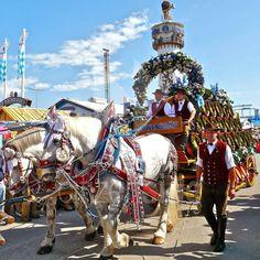 The Charm of Luxury: Parte l'Oktoberfest 2014, l'inaugurazione, sfilate...