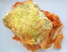 Een gerecht dat bij ons geregeld op tafel staat is deze heerlijke vegetarische lasagne met onder andere aubergine, geroosterde paprika, mozzerella en pesto. Jaren geleden maakte een huisgenootje va