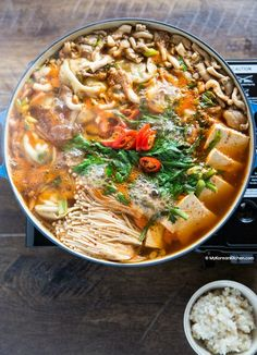 Spicy Korean hot pot with dumplings. It's loaded with super-sized dumplings, kimchi, tofu and mushrooms. Your ultimate comfort hot pot recipe. Korean Dishes, Korean Food, Soup Recipes, Chicken Recipes, Cooking Recipes, Recipe Chicken, Hot Pot, Kimchi, Asian Recipes