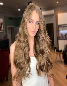 Such A Beautiful Hair Color Ideas 2019 Dark Brown Hair With Blonde Highlights, Strawberry Blonde Highlights, Brown Blonde Hair, Light Brown Hair, Hair Highlights, Beautiful Hair Color, Cool Hair Color, Hair Colors, Messy Hair