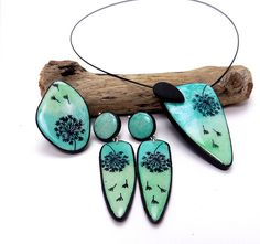 parure souffle bleu Delicate doodles on shades of turqoise in polymer by Olga Nicolas. Polymer Clay Kunst, Polymer Clay Pendant, Fimo Clay, Polymer Clay Projects, Polymer Clay Earrings, Clay Birds, Terracotta Jewellery, Enamel Jewelry, Manualidades