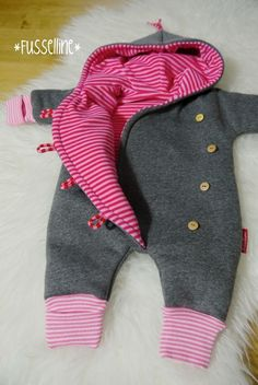 Baby clothes should be selected according to what? How to wash baby clothes? What should be considered when choosing baby clothes in shopping? Baby clothes should be selected according to … Cute Baby Clothes, Baby Clothes Shops, Sewing For Kids, Baby Sewing, Vêtements Goth Pastel, Sewing Clothes, Diy Clothes, Vêtement Harris Tweed, Toddler Girl Outfits