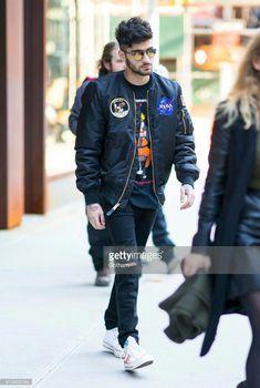 Zayn leaving his apartment in NYC today! Estilo Zayn Malik, Zayn Malik Pics, Rebecca Ferguson, Nicole Scherzinger, Liam Payne, Louis Tomlinson, Harry Styles, Zany Malik, Boy Fashion