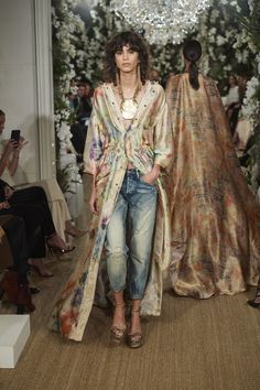 Ralph Lauren shows why he's the king of New York Fashion Week with classic yet modern American clothes - available to shop now Kimono Fashion, Fashion Pants, Boho Fashion, Vintage Fashion, Fashion Outfits, Womens Fashion, Fashion Tips, Fashion Trends, Jackets Fashion