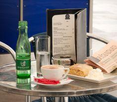 Sweet snack #Coffee #Apfelstrudel #Vienna Restaurant Bar, Vienna, Snacks, Coffee, Wine, Kaffee, Appetizers, Cup Of Coffee, Treats