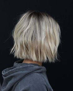 Drawing inspiration from high fashion, art & film, celebrity hair stylist Anh Co Tran has perfected the 'customized' haircut, also known as 'Lived-in Hair. Hair Inspo, Hair Inspiration, Make Up Braut, Brown Blonde Hair, Blonde Short Hair, Messy Short Hair, Celebrity Hair Stylist, Grunge Hair, Great Hair