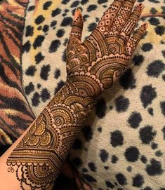 50 Most beautiful Kolkata Mehndi Design (Kolkata Henna Design) that you can apply on your Beautiful Hands and Body in daily life.