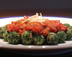 A lighter pasta recipe with this homemade spinach gnocchi Spinach Recipes, Veggie Recipes, Great Recipes, Vegetarian Recipes, Favorite Recipes, Healthy Recipes, Light Pasta Recipes, Good Food, Yummy Food