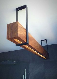 Great wooden beams with LED lighting and metal lights, perfect in kitchen or dining room.- Tolle Holzbalken mit LED-Beleuchtung und Metallleuchten, perfekt in Küche oder Esszimmer. Great wooden beams with LED lighting and metal lights, … - Metal Furniture, Diy Furniture, Furniture Design, Furniture Plans, Driftwood Furniture, Industrial Design Furniture, Furniture Chairs, Garden Furniture, Chair Design