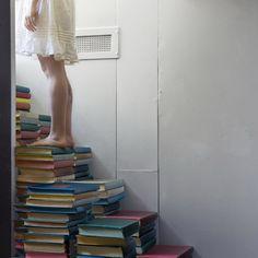 Escaleras de libros.