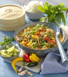 Röd thaicurrygryta med kyckling och paprika | Allas Recept Spicy Thai, Asian Recipes, Ethnic Recipes, Aioli, Japchae, Curry, Food And Drink, Low Carb, Pasta