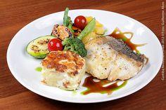PaneOlio Ristorante & Caffe (almoço)  Pesce al Tamarindo con sfogliatine di patate gratinate e legumi  Pescada amarela grelhada ao molho de tamarindo com batata laminada gratinada e legumes