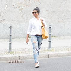 IG_Love_Playiing_Dressup_Berlin_OOTD-2 - white shirt, ripped jeans, goyard, petite, blogger, rayban, yellow goyard
