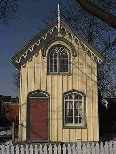 Another Carpenter Gothic. I love these.