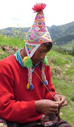 """I love this photo of a man #knitting in Peru"" #KnittingGuru http://www.pinterest.com/KnittingGuru Ocongate-KARI"