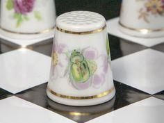 Náprstek z porcelánu - Zlatohlávek