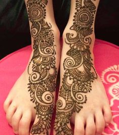 Simple Mehendi designs to kick start the ceremonial fun. If complex & elaborate henna patterns are a bit too much for you, then check out these simple Mehendi designs. Henna Hand Designs, New Mehndi Designs 2018, Best Arabic Mehndi Designs, Unique Mehndi Designs, Beautiful Mehndi Design, Bridal Mehndi Designs, Mehndi Designs For Hands, Henna Tattoo Designs, Henna Tattoos