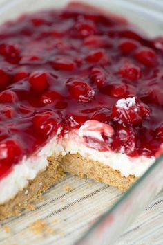 Cherry Delight Recipe- a yummy graham cracker crust with a middle layer of homemade whipped filling, all topped with a delicious layer of cherries! Cherry Delight Recipe- a yummy graham Cherry Delight Dessert, Cherry Desserts, No Bake Desserts, Easy Desserts, Dessert Recipes, Delicious Desserts, Cherry Recipes, Dessert Simple, Homemade Graham Cracker Crust