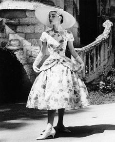 Audrey Hepburn in the film, Funny Face, co-starring Fred Astaire 824887 Audrey Hepburn Outfit, Audrey Hepburn Funny Face, Audrey Hepburn Photos, Audrey Hepburn Fashion, Fred Astaire, Brigitte Bardot, Image Fashion, Fashion Art, Fashion Ideas