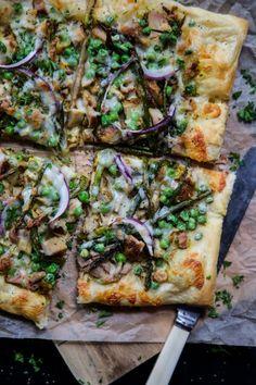 www.climbinggriermountain.com/2017/03/turmeric-chicken-pizza-asparagus-peas.html