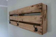 Idée de bricolage de porte-manteau en palettes de bois