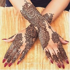 Can't get over the beauty of bridal Mehndi Designs for full hands? This full hand mehndi design with a mix of Indian and Arabic mehndi images is perfect for you! Get Amazing Collection of Full Hand Mehndi Design Ideas here. Henna Hand Designs, Henna Tattoo Designs, Mehndi Designs Finger, Mehndi Designs For Girls, Stylish Mehndi Designs, Mehndi Design Photos, Latest Mehndi Designs, Arabic Henna Designs, Beautiful Mehndi Design