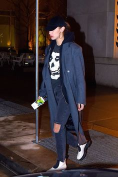 http://www.hawtcelebs.com/wp-content/uploads/2018/01/bella-hadid-out-and-about-in-new-york-01-11-2018-6.jpg