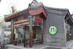 Starbucks entering the chinese market shouldn't have worked, but it did, why? Big Coffee, Coffee Latte, I Love Coffee, Starbucks Coffee, Coffee Cups, Chinese Market, Coffee Company, China, Howard Schultz