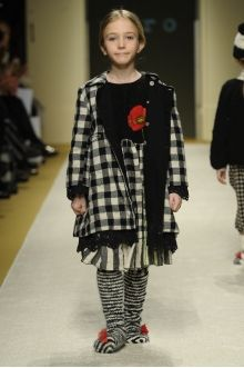 momolo.com red social  de #modainfantil  ➡️ #momolo  ⬅️ #kids #kidswear#streetstyle #streetstylekids #fashionkids #kidsfashion#niños #moda #fashion  momolo, street style kids, fashion kids, Pèro