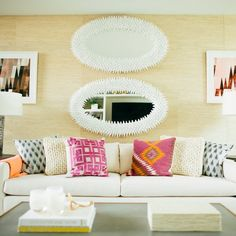 Homs Design: 9 Easy Ways to Add Instant Brightness to a Dark Room Dark Living Rooms, Dark Rooms, Living Spaces, Dark House, Couch Pillows, Cushions, Throw Pillows, Home Hacks, Home Buying
