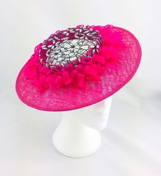 Tickled Pink is an elegant and fun boater. It is two thirds size and worn Facinator Hats, Fascinators, Race Day Outfits, How To Make Decorations, Race Wear, Hat Styles, Millinery Hats, Daisy Pattern, Head Piece