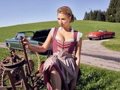 En Vogue in October: German Culture Folk Fashion, Girl Fashion, Womens Fashion, Ladies Gents, Girl Outfits, Fashion Outfits, Maid Dress, Winter Mode, Medieval Dress