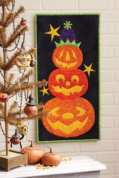 """Pile O' Pumpkins"" wall hanging pattern at Fons & Porter"