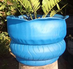 Nice layering effect of this tire set up. Learn how to work with tires the easy… Tire Planters, Old Tires, Tired, Garden Ideas, Crafty, Outdoor Decor, Gardens, Cat Hammock, Recycled Tires