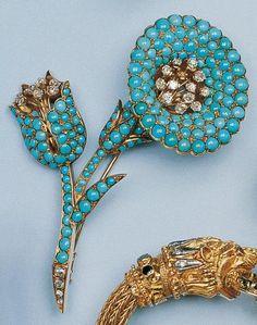 Belle broche en or jaune stylisant un bouquet floral. Elle est entièrement pavée de turquoises cabochons rondes. Les pistils et une partie de la tige sont agrémentés de diamants.