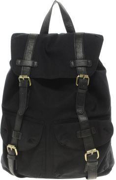 €35, Schwarzer Segeltuch Rucksack von Asos. Online-Shop: Asos. Klicken Sie hier für mehr Informationen: https://lookastic.com/men/shop_items/249372/redirect