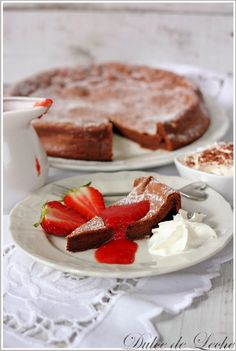 Dulce de Leche: Čokoládovo arašidová torta s jahodovou omáčkou (be...