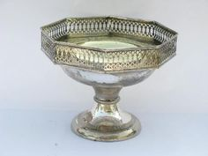 Pretty pedestal stand fruit bowl w/ ornate pierced rim, antique sheffield silver plate over brass