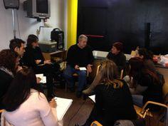 Nuestro compañero Pepe Sanmartín, director del Centro de Baja Exigencia #CIBE de Valencia, debatiendo con el resto de compañeros del Área. Genio y figura sin lugar a dudas