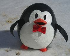 Papier maché pinguïn