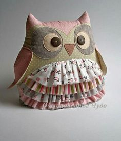 100 Brilliant Projects to Upcycle Leftover Fabric Scraps. Fabric F Owl Sewing, Sewing Toys, Sewing Crafts, Sewing Projects, Fabric Toys, Fabric Crafts, Owl Patterns, Sewing Patterns, Hobbies And Crafts