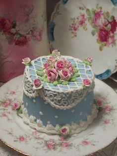 (Miss Janie) SHABBY COTTAGE ROSE DECORATED FAKE CAKE CHARMING!!